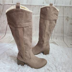 Makalu California Tan knee heelee boots 6.5 new
